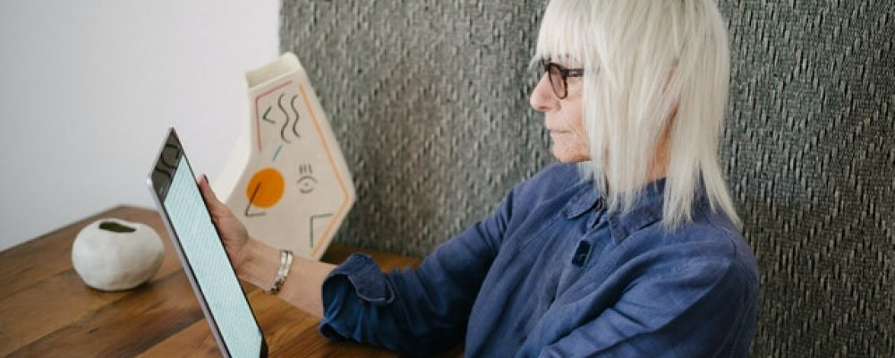 Getting Back Into the Dating Pool for Seniors During Isolation